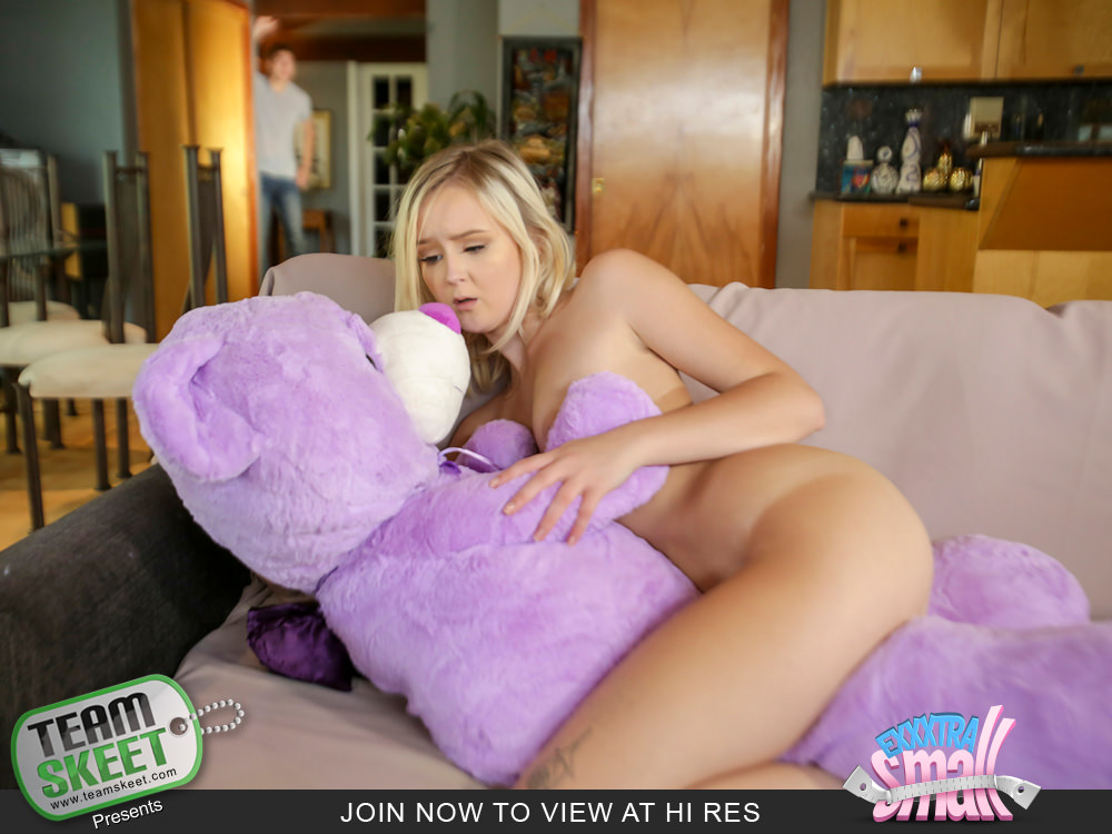 Natalia Queen on Exxxtra Small - Horny girl